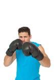 Pugilista masculino determinado centrado sobre seu treinamento Fotografia de Stock