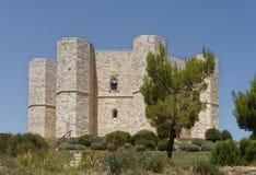 Puglia, Italia: Castel del Monte storico e famoso fotografia stock libera da diritti
