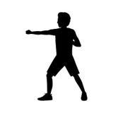 Pugno di posizione della difesa di arti marziali dell'uomo della siluetta royalty illustrazione gratis