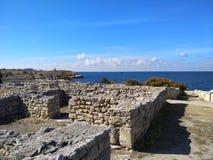 Puin antico di citi dei cloubs del cielo del mare del sole di estate di Criema chersonese Immagini Stock Libere da Diritti