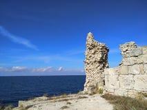 Puin antigo do citi dos cloubs do céu do mar do sol do verão de Criema chersonese foto de stock royalty free