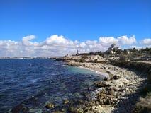 Puin antigo do citi dos cloubs do céu do mar do sol do verão de Criema chersonese imagem de stock