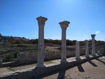 Puin antigo do citi dos cloubs do céu do mar do sol do verão de Criema chersonese fotografia de stock royalty free
