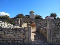 Puin antigo do citi dos cloubs do céu do mar do sol do verão de Criema chersonese imagem de stock royalty free