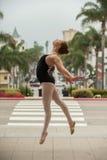 Puissance et équilibre d'exposition de fille de ballet Photo libre de droits