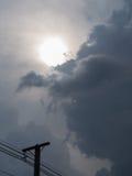 Puissance Polonais avec Sun Gray Cloud images stock