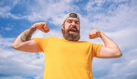 Puissant et libre Fond brutal musculaire barbu de ciel d'ext?rieur de hippie d'homme Masculinit? et brutalit? Lumbersexual image libre de droits