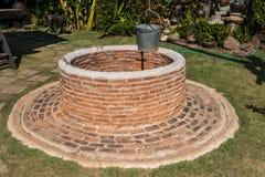puits d 39 eau de brique image libre de droits image 5480196. Black Bedroom Furniture Sets. Home Design Ideas