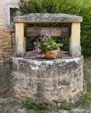 Puits d'eau dans des Frances de jardin image stock
