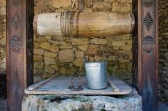 Puits d'eau dans le village moldovian Photos libres de droits
