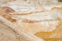 Puits de sable extrayant le quartz industriel Photographie stock libre de droits