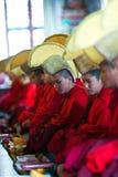 Puja Ceremony på den Shechen kloster, Nepal Royaltyfria Bilder