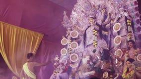 Puja de Durga del santo en navratri almacen de metraje de vídeo