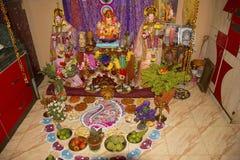 Puja matofferings till Lord Ganesh royaltyfri fotografi