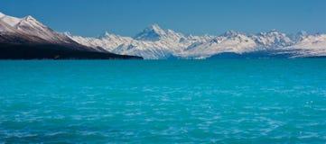 Pukaki sjö med Mt Kock i bakgrund, Nya Zeeland Royaltyfri Bild
