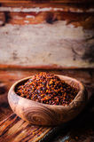 Pul biber - συντριμμένο κόκκινο πιπέρι τσίλι στο εκλεκτής ποιότητας κύπελλο στο ξύλινο υπόβαθρο Εκλεκτική εστίαση εικόνα που τονί Στοκ Εικόνες