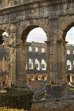 Pula-Arena - römischer Amphitheatre und Kirche von St. Antun kroatien Lizenzfreie Stockfotografie