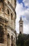 Pula-Arena - römischer Amphitheatre und Kirche von St. Antun kroatien Lizenzfreies Stockbild
