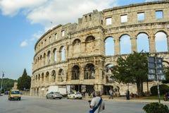PULA, KROATIË, 24 SEPTEMBER, 2017: De toeristen bezoeken de beroemde Arena in Pula, is de Arena het enige resterende Roman amfith Royalty-vrije Stock Afbeeldingen