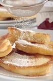 Pula los buñuelos con el azúcar de formación de hielo Fotografía de archivo libre de regalías
