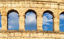 Pula roman argentina sten croatia sky arkivbilder