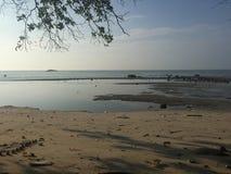 Pulau Besar strandsida Arkivfoto