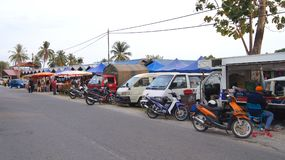 PULAU LANGKAWI, MALAYSIA - APR 4th 2015: Cars in front of the street food and night market on Langkawi island Stock Images