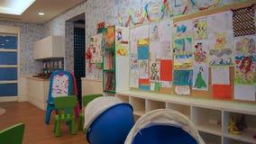 PULAU LANGKAWI MALEZJA, APR, - 4th 2015: Dzieciaki tłuc wśrodku DANNA luksusowego hotelu na Langkawi wyspie Obrazy Royalty Free
