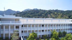 PULAU LANGKAWI MALEZJA, APR, - 4th 2015: Tarasuje i ogród DANNA hotel w Langkawi wyspie Zdjęcie Royalty Free