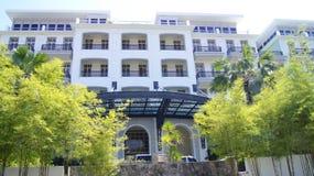 PULAU LANGKAWI MALEZJA, APR, - 4th 2015: Tarasuje i ogród DANNA hotel w Langkawi wyspie Obraz Royalty Free