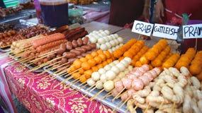 PULAU LANGKAWI MALEZJA, APR, - 4th 2015: Tradycyjny azjatykci jedzenie na ulicznym jedzeniu i noc wprowadzać na rynek na Langkawi Obrazy Royalty Free