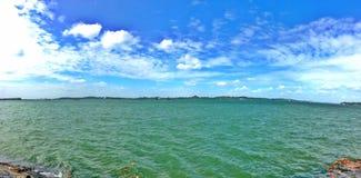 Pulau Ubin widzieć od Pasir Ris plaży w Singapur obrazy royalty free