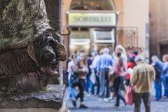 Pulcinella雕象 免版税库存照片