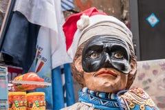 Pulcinella, piccola arte famosa della statua a Napoli immagini stock