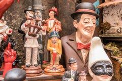 Pulcinella, Toto und berühmte Statuette in den Nacken stockbild