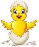 Pulcino felice del fumetto piccolo con l'uovo royalty illustrazione gratis