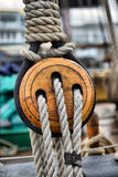 Pulegge di legno antiche della barca a vela Immagini Stock Libere da Diritti