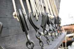 Pulegge di legno antiche della barca a vela Immagine Stock