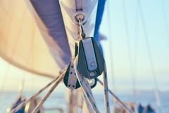 Puleggia di sartiame della barca a vela Immagine Stock