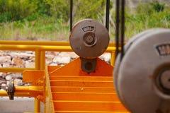 Puleggia gialla con i cavi d'acciaio Fotografia Stock Libera da Diritti