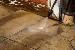 Pulendo il pulitore ad alta pressione della parete, fine su Fotografia Stock Libera da Diritti