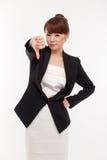 Pulgar de la demostración de la mujer de negocios que señala abajo Fotografía de archivo