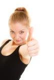 Pulgar de la mujer del deporte de la aptitud encima del gesto de mano de la muestra Imagenes de archivo