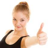 Pulgar de la mujer del deporte de la aptitud encima del gesto de mano de la muestra Fotografía de archivo