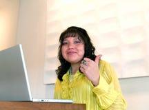 Pulgar de la mujer del nativo americano para arriba imagen de archivo libre de regalías