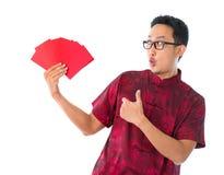 Pulgar encima del hombre chino asiático Imágenes de archivo libres de regalías