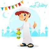 Pulgar encima del muchacho que celebra a Ramadan Wearing Djellaba
