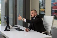 Pulgar joven de Executive Has The del hombre de negocios para arriba Imagen de archivo
