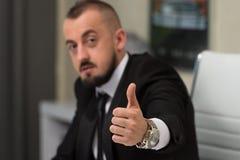 Pulgar joven de Executive Has The del hombre de negocios para arriba Foto de archivo libre de regalías