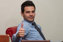 Pulgar joven de Executive Has The del hombre de negocios para arriba Fotos de archivo libres de regalías